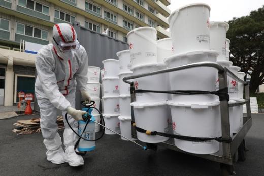 [속보] 코로나19 사망자 2명 추가… 총 252명