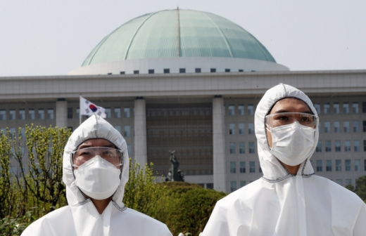 보건의료노조 노조원들이 지난 1일 오후 서울 여의도 국회 앞에서 2020세계노동절 공동행동 기자회견을 하고 있다. /사진=뉴스1