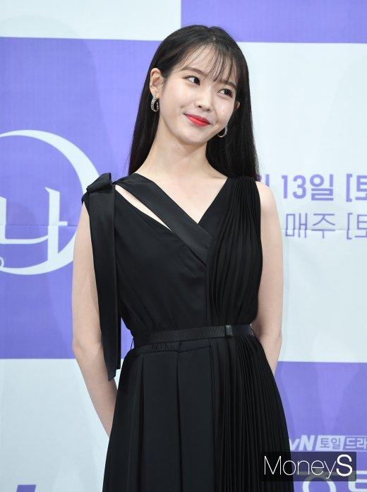 가수 겸 배우 아이유(본명 이지은)가 어린이날을 맞아 1억 원을 기부했다. /사진=장동규 기자