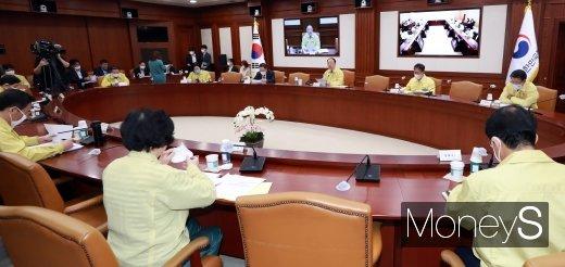 [머니S포토] 제2차 비상경제 중대본 회의