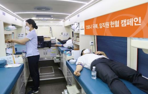 한화손해보험이 신종 코로나바이러스 감염증(코로나19)으로 혈액 수급 현황이 어려운 시기에 힘을 보태고자 '헌혈 캠페인'을 진행한다./사진=한화손해보험