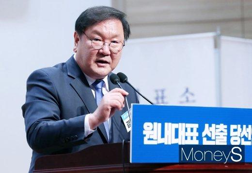 [머니S포토] 슈퍼여당 초대원내사령탑에 4선 김태년 의원 선출