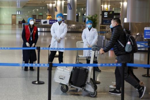중국의 신종 코로나바이러스 감염증(코로나19) 확진자 수가 다시 두 자릿수로 올랐다. /사진=로이터
