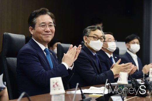 """[머니S포토] 성윤모, """"일본 수출규제가 소재·부품·장비 산업의 국산화 촉진과 공급을 안정화시켜"""""""