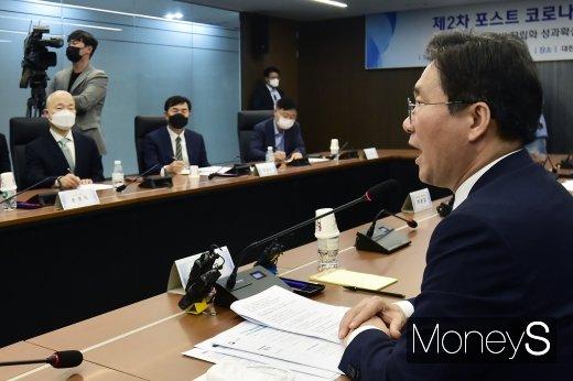 """[머니S포토] 성윤모, """"코로나19 시대 대비 업종·주제별 산업전략 대화 지속 추진"""""""