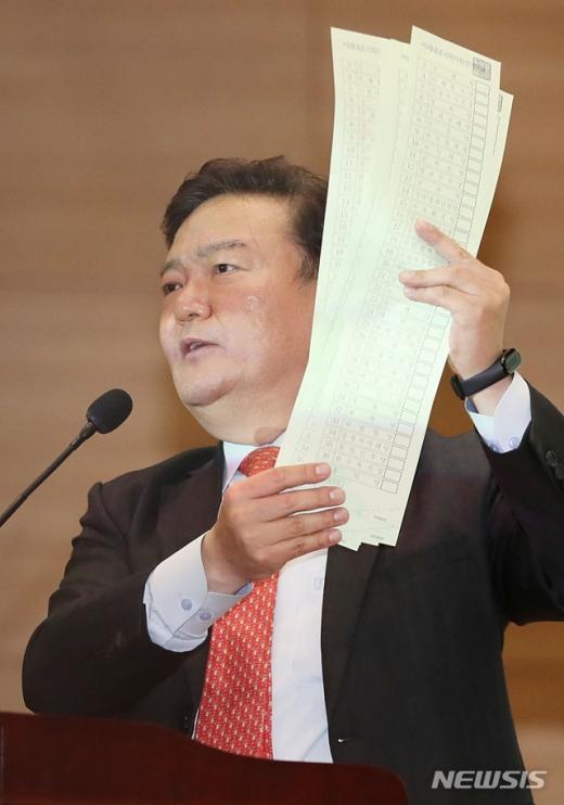 중앙선관위가 민경욱 미래통합당 의원이 기자회견에서 공개한 투표용지의 입수 경위와 관련해 대검찰청에 수사를 의뢰한 가운데 민 의원이 입장을 내놨다. /사진=뉴시스