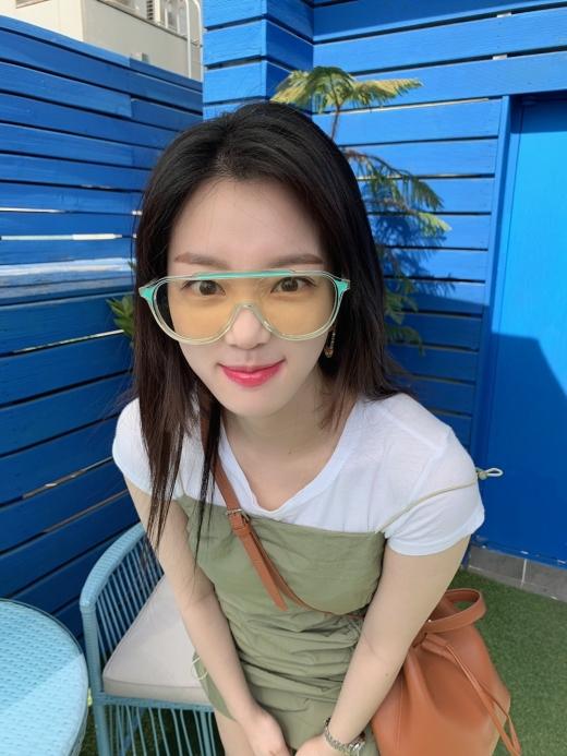 [★패션] 이유비, 청량함으로 무장한 섬머 스타일링 - 머니S