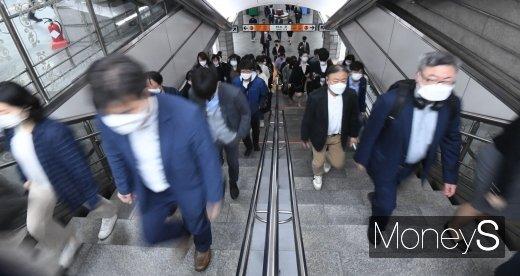 [머니S포토] '서울 지하철 혼잡 시 마스크 필수'
