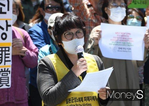 [머니S포토] 수요집회에서 발언하는 김영순 대표