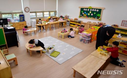 서울 강남 병설유치원 교사가 신종 코로나바이러스 감염증(코로나19) 재확진 판정을 받았다. 사진은 기사와 관련 없음. /사진=뉴시스