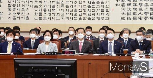 [머니S포토] 국회 법사위 회의 출석한 조재연·추미애·졍경두