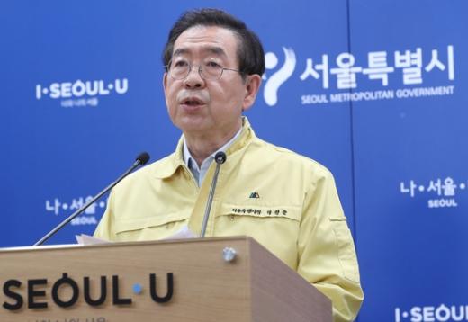 박원순 서울시장이 중구 시청 브리핑룸에서 코로나19 브리핑을 갖고 있다. /사진=뉴스1