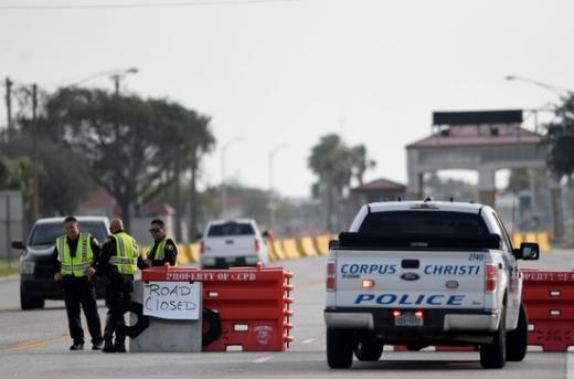 미국 텍사스주의 코퍼스 크리스티 해군 항공기지에서 경찰 당국이 조사를 벌이고 있다. /사진=로이터