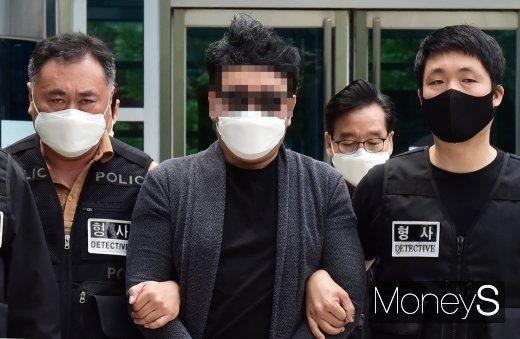 [머니S포토] 아파트 경비원 폭행 의혹 심씨, 늦어도 오늘밤 구속 여부 결정