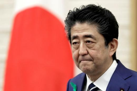 아베 신조 일본 총리의 지지율이 2012년 12월 제2차 집권을 시작한 이후 최저치인 27%대로 급락했다./사진=로이터