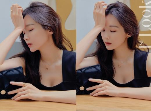 [★화보] 강민경, 사복 여신의 세련된 주얼리 스타일링 - 머니S