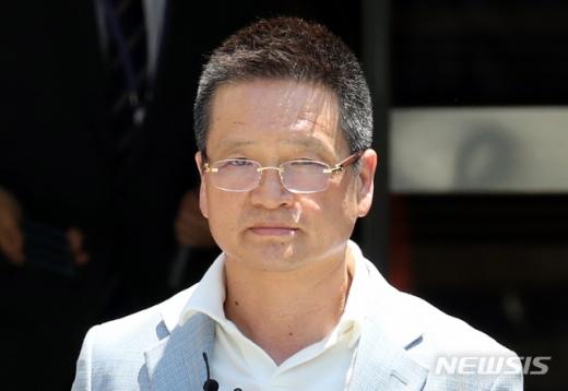 김학의 전 법무부 차관 '별장 성접대 사건'의 핵심 인물인 건설업자 윤중천씨(59)에 2심 법원이 징역 5년6개월을 선고했다. /사진=뉴시스