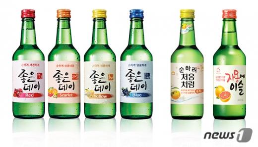 2015년 주류업계에 출시된 과일소주 라인업. (왼쪽부터) 무학 '좋은데이', 롯데칠성음료 '순하리 처음처럼', 하이트진로 '자몽에 이슬'. /디자인=뉴스1