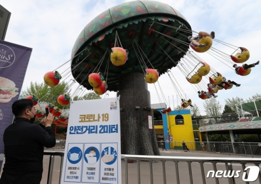 최근 신종 코로나바이러스 감염증(코로나19) 확진자가 수도권을 중심으로 증가하자 정부가 북한산과 서울대공원·서울어린이대공원·인천대공원 동물원을 당분간 일부 폐쇄하기로 결정했다. /사진=뉴스1