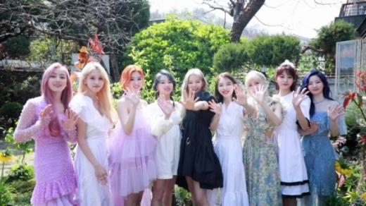 9개월만에 컴백한 그룹 트와이스의 신곡 'MORE & MORE'가 주요 음원차트에서 1위를 차지했다. /사진=JYP엔터테인먼트 제공