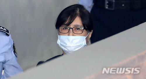 박근혜정부의 국정농단 사건을 주도한 혐의로 기소된 최서원씨(개명 전 최순실)에 대한 대법원 선고가 오는 11일 내려진다. /사진=뉴시스