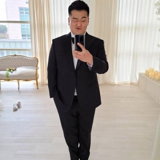 악혼녀인 김유진 프리랜서 PD의 학교 폭력 논란으로 곤혹을 치렀던 이원일 셰프가 근황을 공개했다. /사진=이원일 인스타그램 캡처