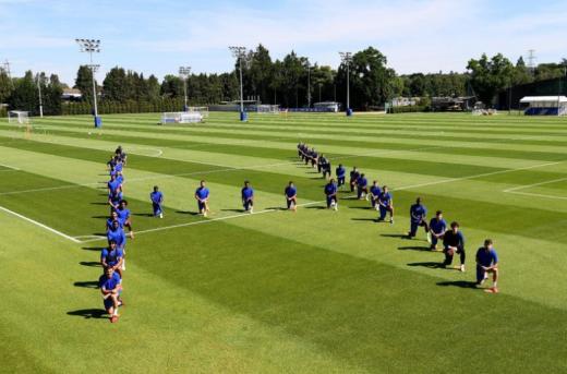 잉글랜드 프로축구 첼시 선수단이 2일(현지시간) 훈련장에서 '인간'을 의미하는 H 모양으로 퍼포먼스를 선보였다. /사진=골키퍼 케파 아리사발라가 SNS 캡처
