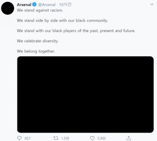 잉글랜드 프로축구 아스날 구단이 2일(현지시간) 공식 트위터를 통해 공유한 조지 플로이드 사건 항의 게시물. /사진=트위터 캡처