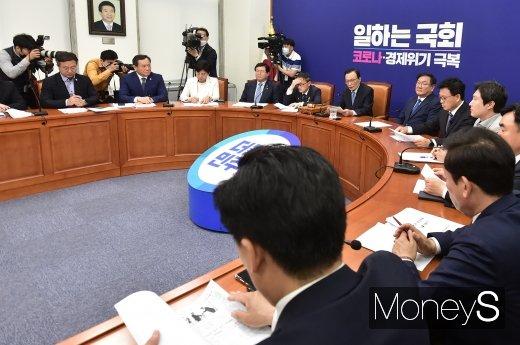 [머니S포토] 이해찬 대표, 최고위 이후 김종인 비대위원장 '회동' 예정
