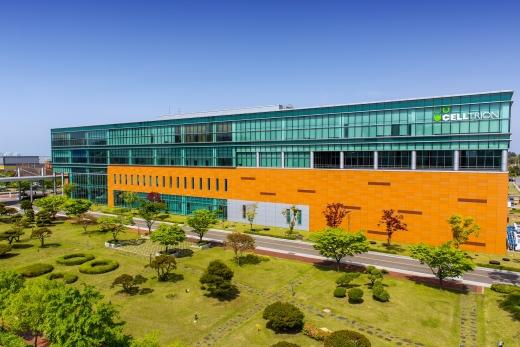 셀트리온은 최근 한국산업기술평가관리원(KEIT)이 바이오산업 핵심기술 개발사업의 일환으로 공모한 '맞춤형 진단 치료 제품' 개발 국책과제에 최종 선정돼 인슐린 바이오시밀러 개발에 본격 착수한다고 1일 밝혔다./사진=셀트리온