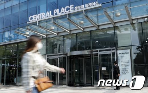 """[속보] 서울시 """"KB생명보험 대리점 관련 3명 추가 확진… 누적 11명"""""""