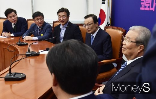 [머니S포토] 이해찬-김종인, 32년 이어진 정치 인연