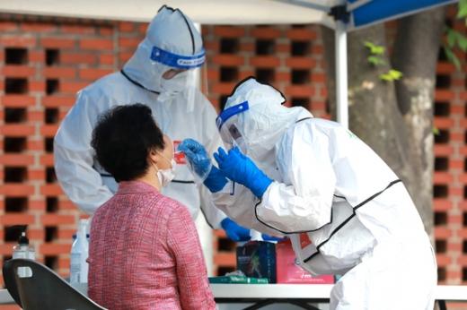 보건당국이 무증상자의 경우에도 충분히 강한 전염력을 갖고 있다고 설명했다. /사진=뉴스1