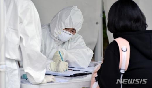 서울 서초구청이 신종 코로나바이러스 감염증(코로나19) 타지역 확진자의 관내 이동 동선을 공개했다. /사진=뉴시스