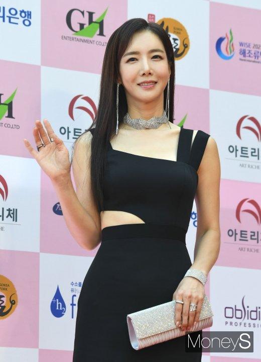 [머니S포토] 김혜진 '시원하게 옆구리 노출'