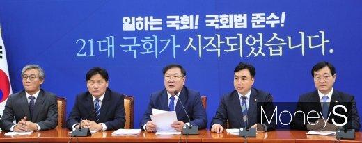 [머니S포토] 정책조정회의에서 발언하는 김태년 원내대표