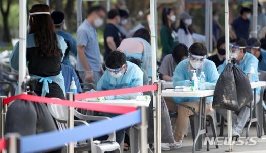 수도권 개척교회발 신종 코로나바이러스 감염증(코로나19) 확진자가 4일 11명 늘어 총 66명으로 집계됐다. /사진=뉴시스