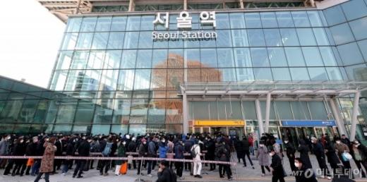 지난달 서울역에서 30대 여성을 상대로 발생한 '묻지마 폭행' 사건이 여성혐오 범죄가 아닌 조현병에 의한 범죄일 수도 있다는 가능성이 제기됐다. /사진=머니투데이