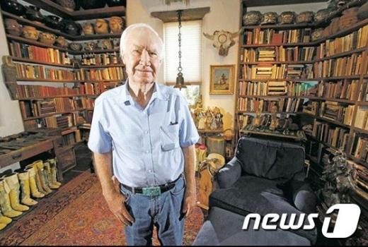 미국 로키산맥에서 10년 동안 이어진 '보물찾기' 끝에 드디어 우승자가 나왔다. 사진은 고미술품 수집가 포레스트 펜(89). /사진=뉴스1(포레스트 펜 인스타그램 캡처)