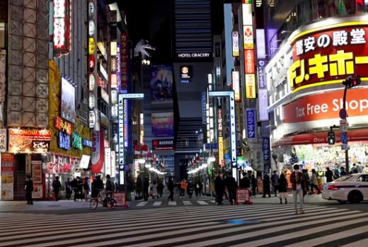 일본 수도 도쿄에서 신종 코로나바이러스 감염증(코로나19) 경고 조치인 '도쿄 얼러트(경고)'가 내려졌음에도 클럽이 확진자 발생 사실을 감추고 영업을 계속 한 것으로 드러났다. /사진=로이터
