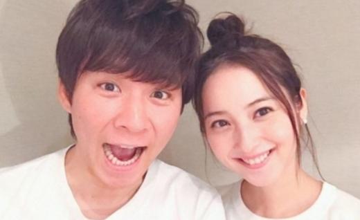 일본 대표 미녀 배우 사사키 노조미(32)의 남편이자 개그맨 와타베 켄(48)이 불륜 때문에 10억 연봉 소멸은 물론 배상금까지 치러야 할 수도 있다는 전망이 나왔다. /사진=온라인 커뮤니티