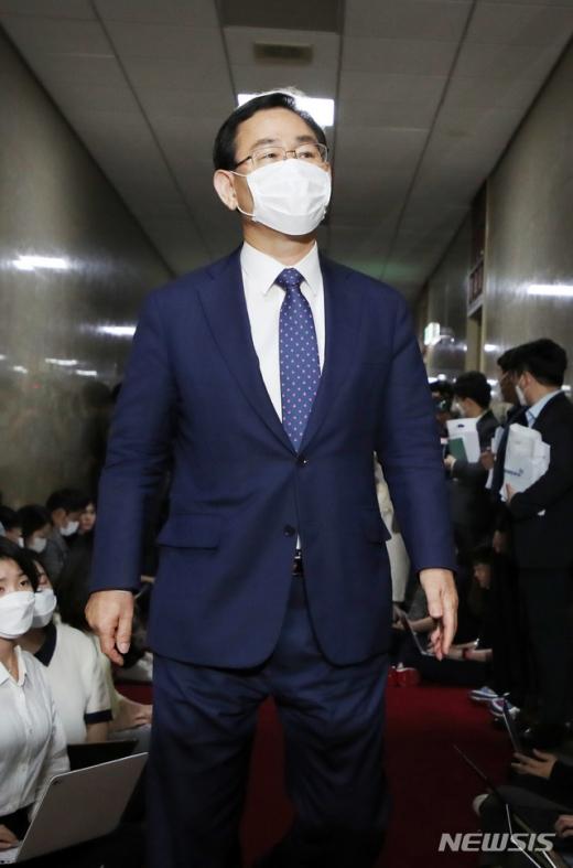 주호영 미래통합당 원내대표가 12일 박병석 국회의장을 찾아가 여당의 단독 원구성 움직임에 대해 유감을 표명했다. /사진=뉴시스