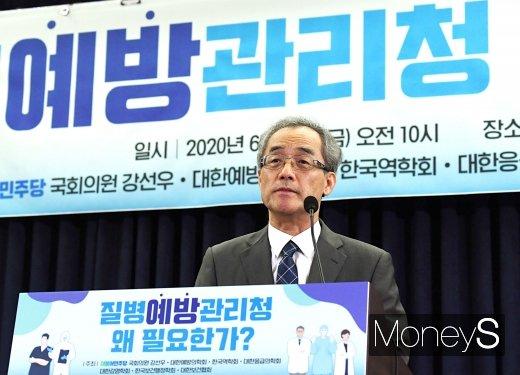 [머니S포토] 박병주 회장 '질병예방관리청 왜 필요한가?'