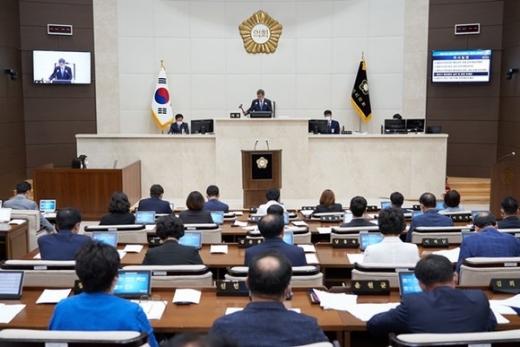 용인시의회(의장 이건한)는 12일 본회의장에서 제244회 제1차 정례회 제2차 본회의를 열었다. / 사진제공=용인시의회