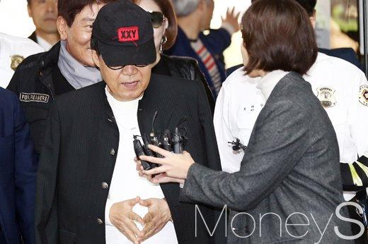 그림 대작 사건으로 기소된 가수 조영남씨가 대법원에서 무죄 판결을 받았다. 예술품 거래에 법적 개입은 최소화해야 한다는 취지에서다. /사진=임한별 기자