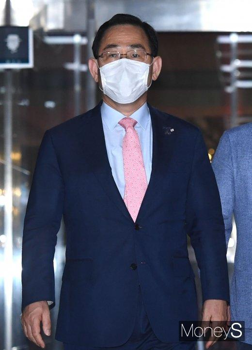 [머니S포토] 국회의장실 향하는 주호영 원내대표