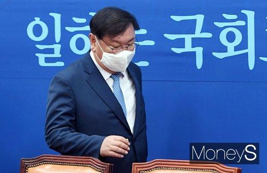 [머니S포토] 상임위 간사단 연석회의 참석하는 김태년