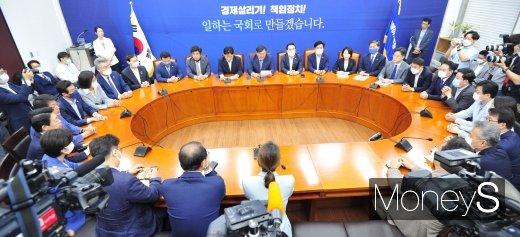 """[속보] 민주당 """"내일 18개 상임위 전부 선출해달라 박범석 의장에 요청"""""""