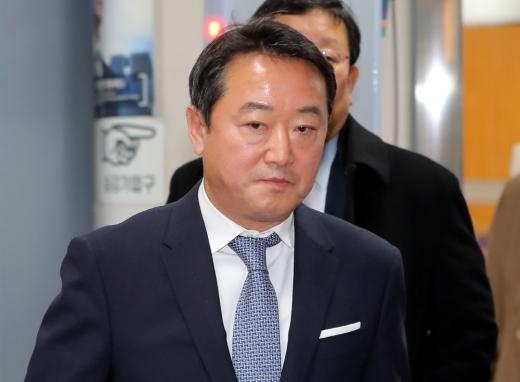 검찰이 인보사 의혹과 관련해 지난 18일 이웅열 전 코오롱그룹 회장을 소환조사했다./ 사진=뉴스1 구윤성 기자