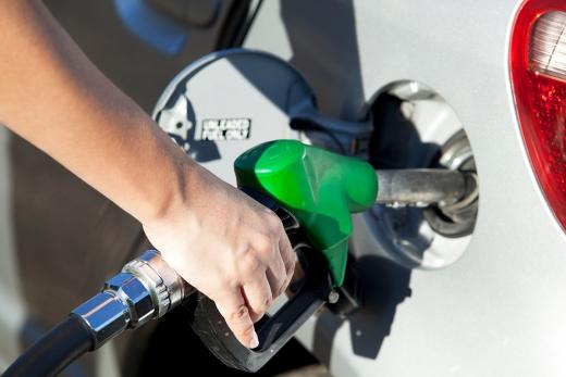 판매가가 가장 저렴한 알뜰주유소의 휘발유 평균 가격도 리터당 18.2원 오른 1305.6원을 기록했다. 판매가가 비싼 SK에너지 주유소의 휘발유 평균 가격은 1355.5원으로 집계됐다./사진=이미지투데이